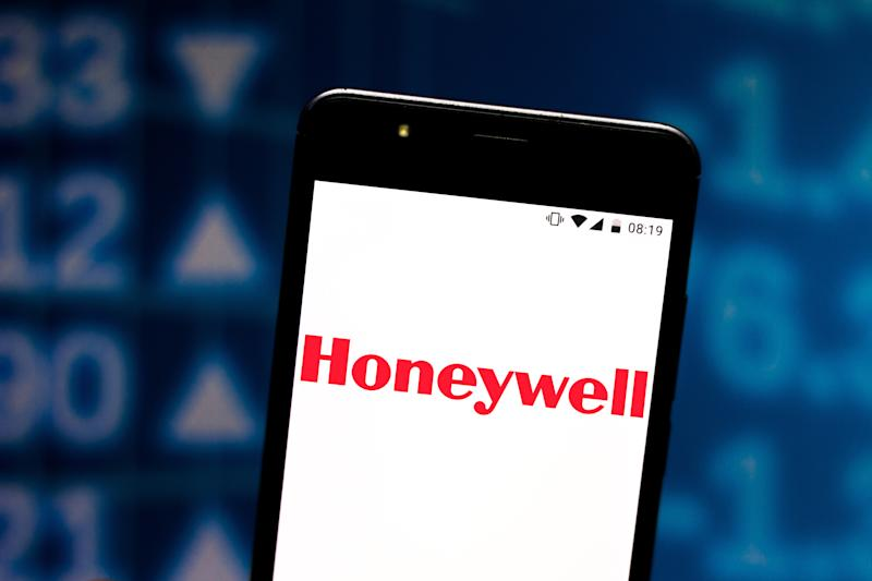 BRAZIL - 2019/07/08: In this photo illustration a Honeywell logo seen displayed on a smartphone. (Photo Illustration by Rafael Henrique/SOPA Images/LightRocket via Getty Images)