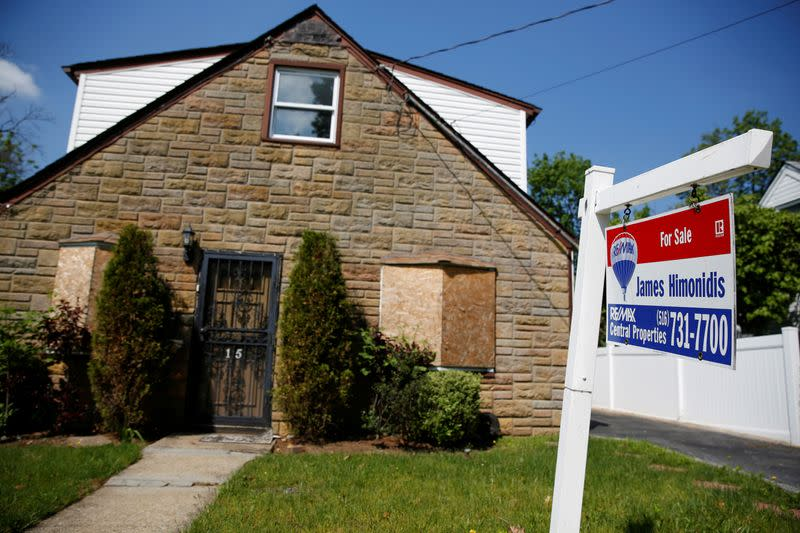 U.S. business activity slows, house price inflation accelerates