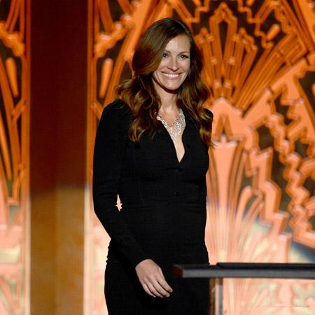 Julia Roberts reflects on father's death