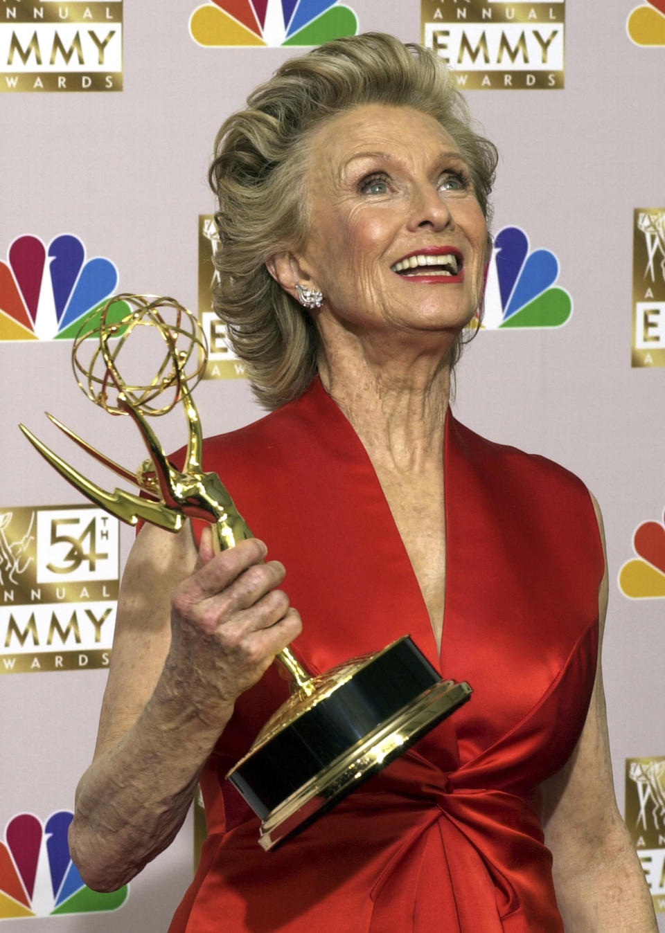 "FILE - Cloris Leachman shows off her Emmy for outstanding guest actress in a comedy series for her role in ""Malcom in the Middle,"" at the 54th Annual Primetime Emmy Awards on Sept. 22, 2002, in Los Angeles. Leachman, a character actor whose depth of talent brought her an Oscar for the ""The Last Picture Show"" and Emmys for her comedic work in ""The Mary Tyler Moore Show"" and other TV series, has died. She was 94. (AP Photo/Reed Saxon, File)"