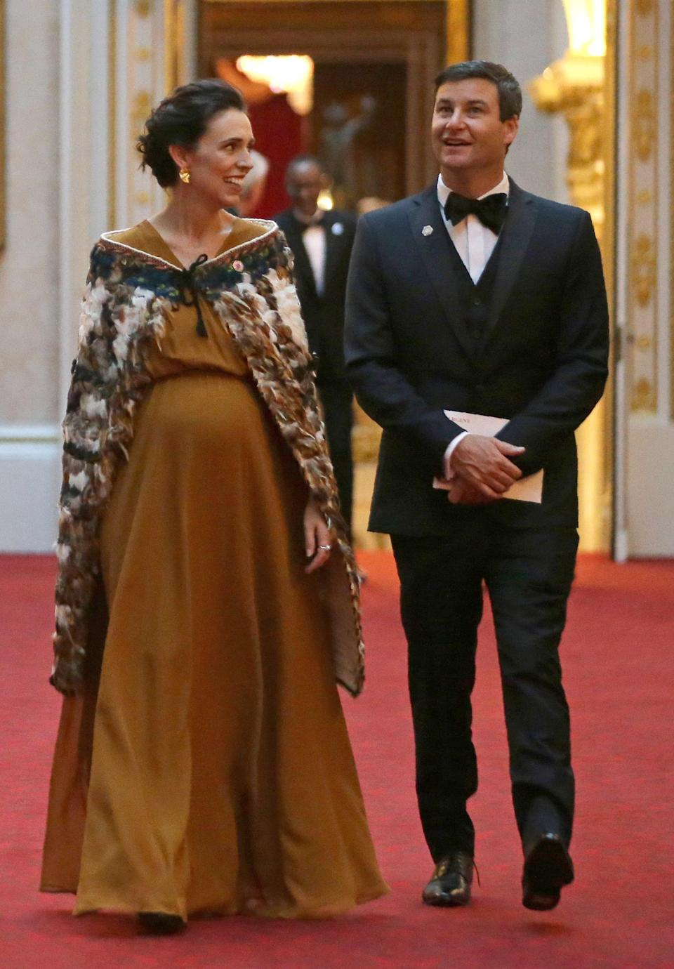 New Zealand's Prime Minister Jacinda Ardern arrives at Buckingham Palace in a traditional Māori cloak. (Photo: Getty Images)