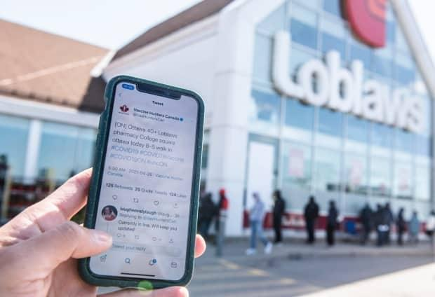 A post from Twitter account Vaccine Hunters Canada led to a mad dash to this Loblaws pharmacy on April 26. Some Ontarians still waiting for a pharmacy appointment one month after signing up say scenes like this are simply unfair. (Justin Tang/Canadian Press - image credit)