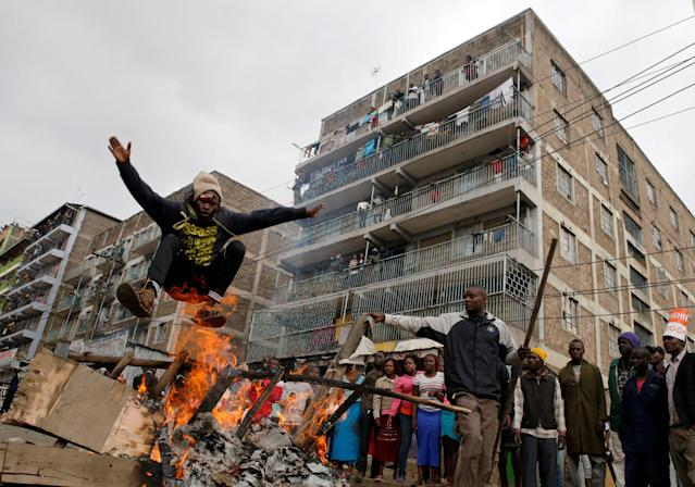 <p>A demonstrator jumps over a barricade set on fire in Mathare, in Nairobi, Kenya, Aug. 9, 2017. (Photo: Thomas Mukoya/Reuters) </p>