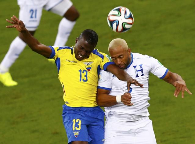 Ecuador's Enner Valencia fights for the ball with Victor Bernardez of Honduras (R) during their 2014 World Cup Group E soccer match at the Baixada arena in Curitiba June 20, 2014. REUTERS/Amr Abdallah Dalsh (BRAZIL - Tags: SOCCER SPORT WORLD CUP)