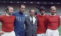 Manchester United footballers left to right: Nobby Stiles, George Best and Bobby Charlton pose with Italian agent Gigi Peronace at Old Trafford. Circa 1966. (Photo by Syndication/Mirrorpix/Mirrorpix via Getty Images)