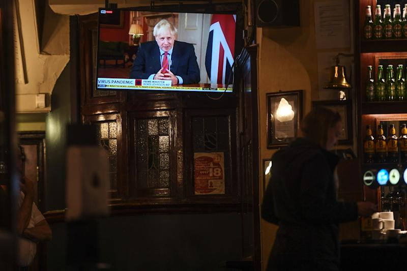 LONDON, ENGLAND - SEPTEMBER 22: People watch British Prime Minister Boris Johnson making a televised address to the nation inside the Westminster Arms pub on September 22, 2020 in London, England. The UK Prime Minister announced extra measures to combat the spread of Covid-19 cases in the House of Commons today. From Thursday face masks will become compulsory for bar staff, shop workers, waitering staff and taxi drivers. Office workers should work from home where possible and all pubs, bars and restaurants must offer table service only and close by 10pm. (Photo by Peter Summers/Getty Images)