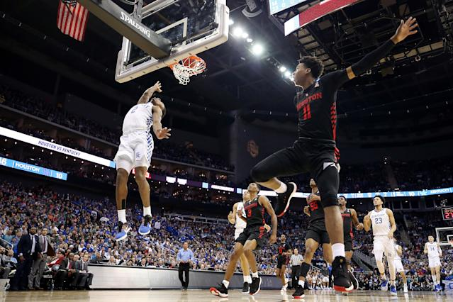 <p>Ashton Hagans #2 of the Kentucky Wildcats shoots the ball as Nate Hinton #11 of the Houston Cougars jumps in the air during the 2019 NCAA Basketball Tournament Midwest Regional at Sprint Center on March 29, 2019 in Kansas City, Missouri. (Photo by Christian Petersen/Getty Images) </p>