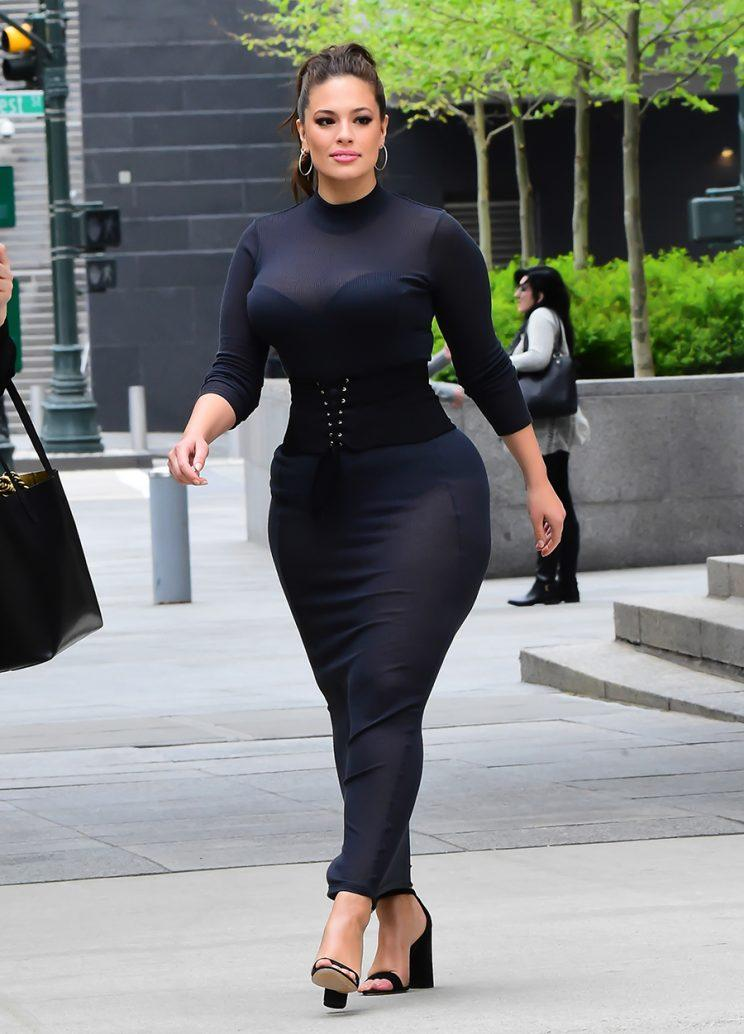 Ashley Graham's Simple Trick for Wearing a Strapless Bra ...
