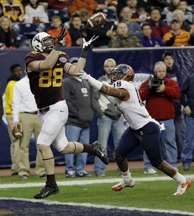 Minnesota tight end Maxx Williams (88) catches a touchdown pass as Syracuse defensive back Darius Kelly (18) defends during the second half of the Texas Bowl NCAA college football game Friday, Dec. 27, 2013, in Houston. Syracuse won 21-17. (AP Photo/David J. Phillip)