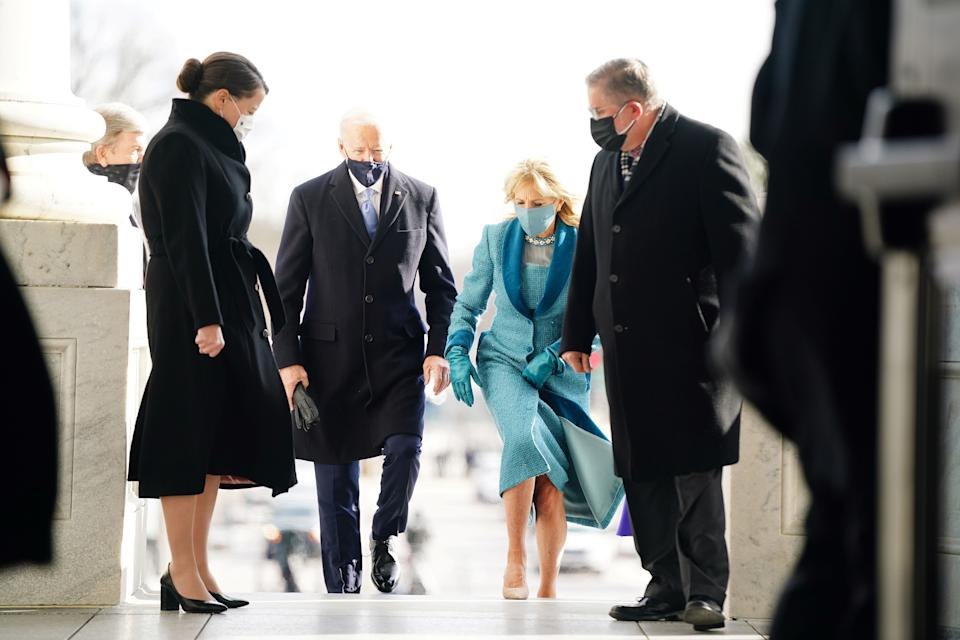 The new first lady wore an ocean blue dress and coat set by Markarian. (Photo: JIM LO SCALZO/POOL/AFP via Getty Images)