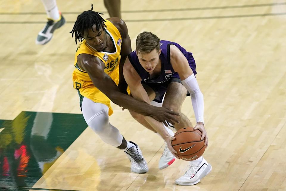 Baylor guard Davion Mitchell, left, attempts to steal the ball away from Stephen F. Austin guard David Kachelries.
