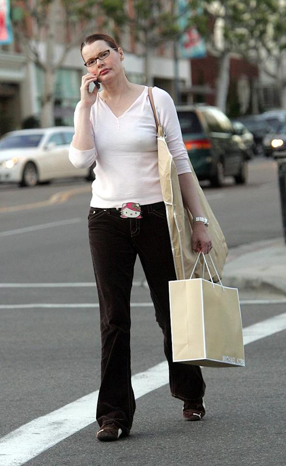 "Oscar winner Geena Davis shops along the streets of Beverly Hills while sporting simple specs, comfy sneaks, and a supercute Hello Kitty belt buckle. <a href=""http://www.infdaily.com"" target=""new"">INFDaily.com</a> - October 13, 2006"