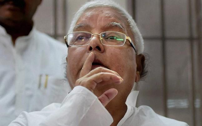 <p>Quoting an astrologer, Lalu Prasad Yadav today said that the PM Narendra Modi will not be able to complete his term till 2019.</p>