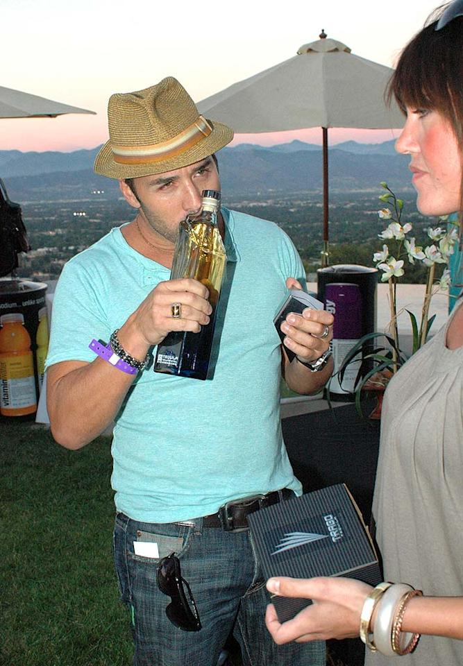 "Jeremy Piven can't wait to dive into that bottle of...well, we're not sure what that is. Alison Buck/<a href=""http://www.wireimage.com"" target=""new"">WireImage.com</a> - September 13, 2007"