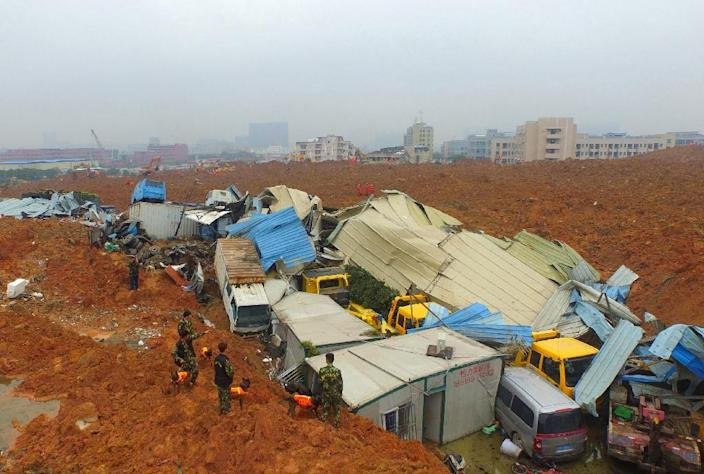 Rescuers work at the site of a landslide that hit an industrial park in Shenzhen in southern China's Guangdong province on December 21, 2015 (AFP Photo/)
