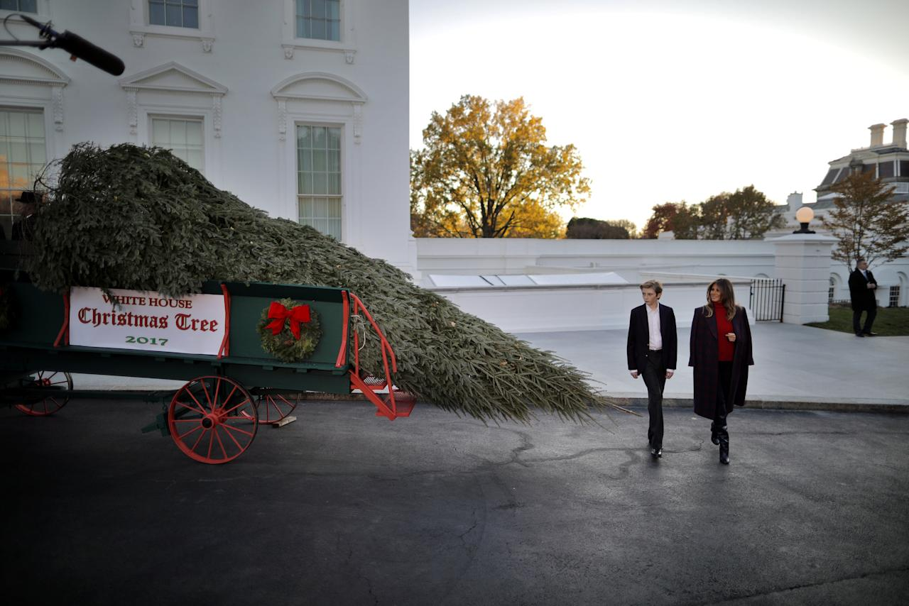 <p>First Lady Melania Trump and her son Barron Trump welcome the official White House Christmas Tree, a Wisconsin-grown tree provided by the Chapman family of Silent Night Evergreens, to the White House in Washington DC, U.S. November 20, 2017. REUTERS/Carlos Barria </p>