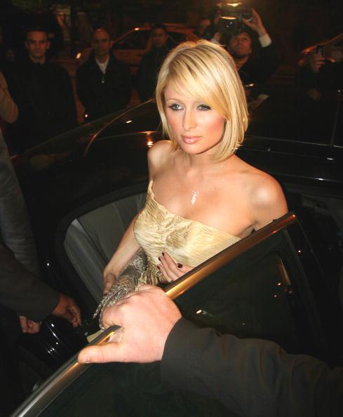 <p>Jumping on the bandwagon of 'short and sweet', Paris looks every bit the heiress as she steps out with her golden mop.</p>