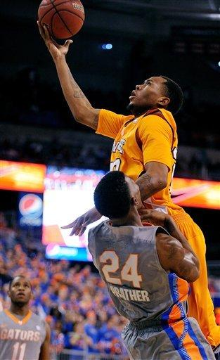 Tennessee upsets short-handed Florida 75-70