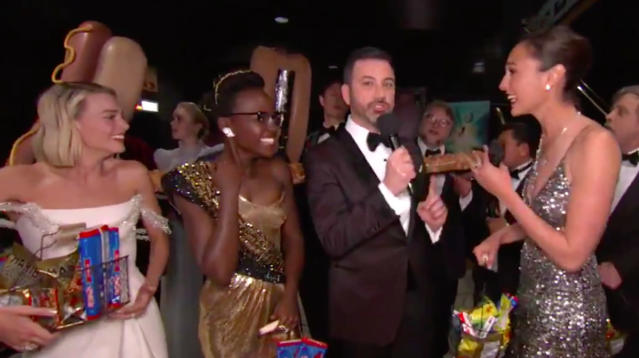 Gal Gadot, Lupita Nyong'o And More Surprise Moviegoers With Snacks During Oscars
