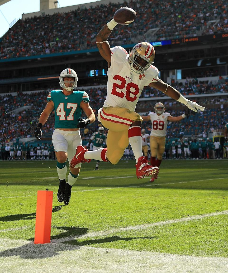 <p>Carlos Hyde #28 of the San Francisco 49ers scores a touchdown during a game against the Miami Dolphins on November 27, 2016 in Miami Gardens, Florida. (Photo by Mike Ehrmann/Getty Images) </p>
