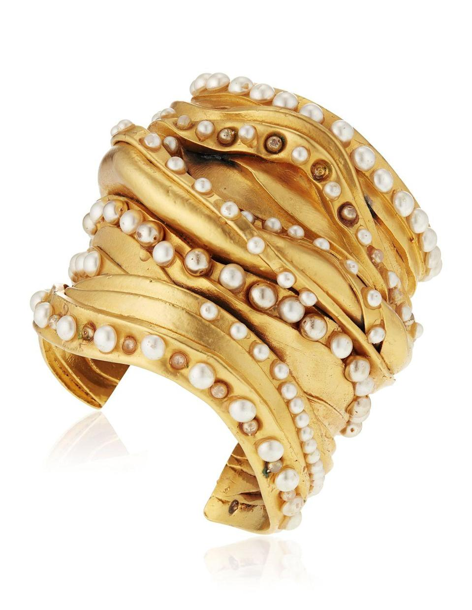 <p>We are jonesing for this breathtaking bracelet that is estimated to be worth $1,200 to $1,800.</p>