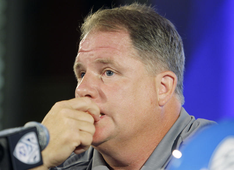 Oregon head coach Chip Kelly talks to reporters at the Pac-12 football media day in Los Angeles Tuesday, July 26, 2011.  (AP Photo/Reed Saxon)