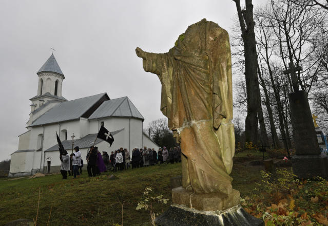 <p>Belarus Catholics take part in a procession marking All Saints' Day at a cemetery in the village of Vselyub, 150 km (93 miles) west of Minsk, Wednesday, Nov. 1, 2017. Belarusian Catholics marked All Saints Day by visiting graves of their relatives. (Photo: Sergei Grits/AP) </p>