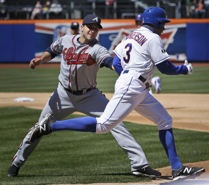 Atlanta Braves starting pitcher David Hale, left, tags out New York Mets' Curtis Granderson during the second inning of a baseball game, Sunday, April 20, 2014 in New York. (AP Photo/Seth Wenig)