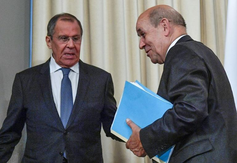 """Russian Foreign Minister Sergei Lavrov (L) said progress on rebuilding ties with Europe was """"possible and necessary"""""""
