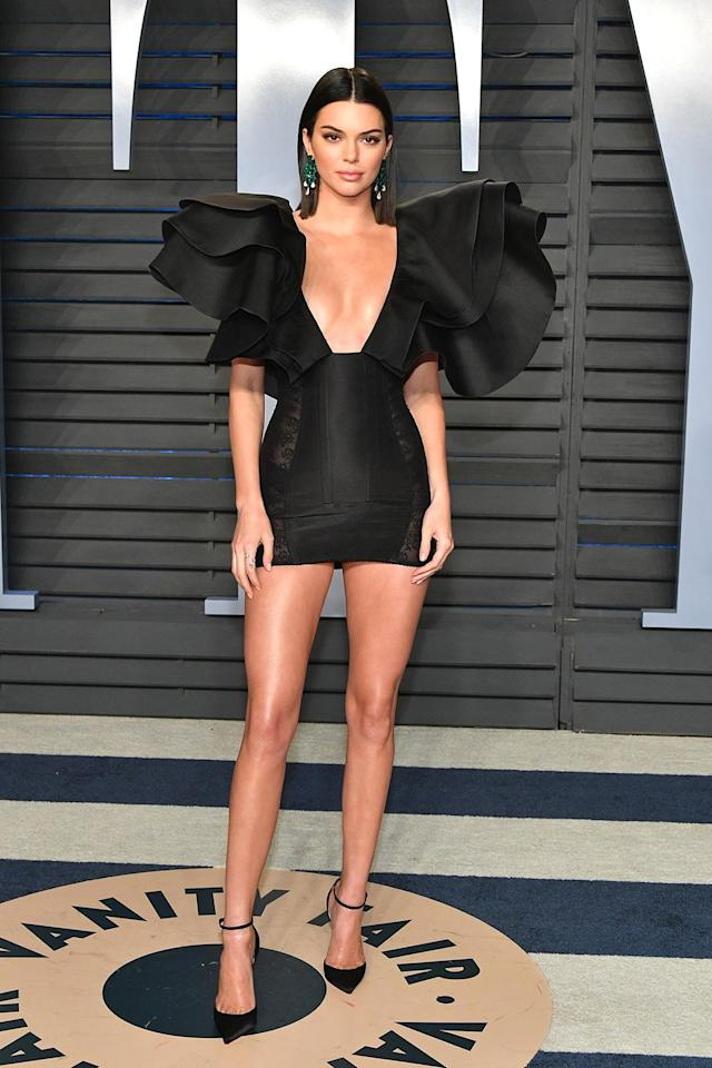 <p>The supermodel went for statement shoulders and lots of cleavage at the <em>Vanity Fair</em> event. (Photo: Dia Dipasupil/Getty Images) </p>