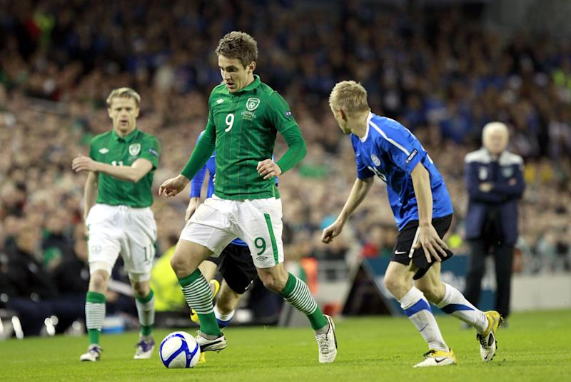 Republic of Ireland's Kevin Doyle, left, wins the ball fron Estonia's Taijo Teniste during their Euro 2012 Qualifier play-off second leg at the Aviva Stadium, Dublin, Ireland, Tuesday, Nov. 15, 2011.  (AP Photo/Peter Morrison)
