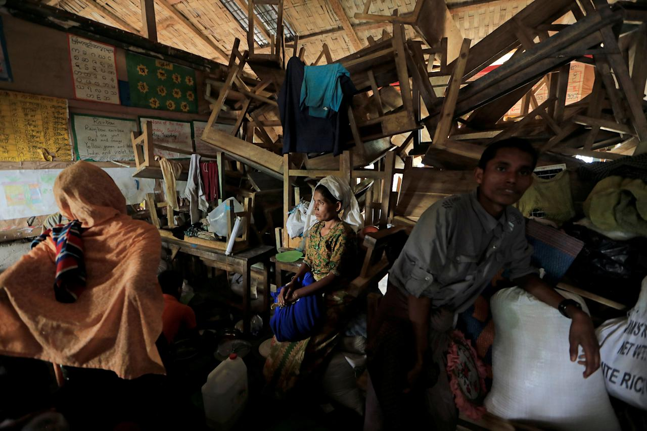Rohingya refugees who crossed the border from Myanmar this week take shelter at a school in Kutupalong refugee camp near Cox's Bazar, Bangladesh October 22, 2017. REUTERS/Zohra Bensemra     TPX IMAGES OF THE DAY
