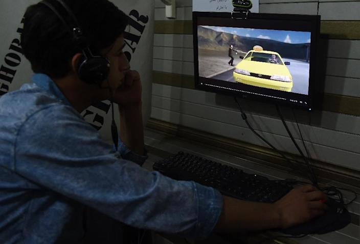 An Afghan man is seen browsing the 'Taxi' website at an internet cafe in Kabul (AFP Photo/Wakil Kohsar)