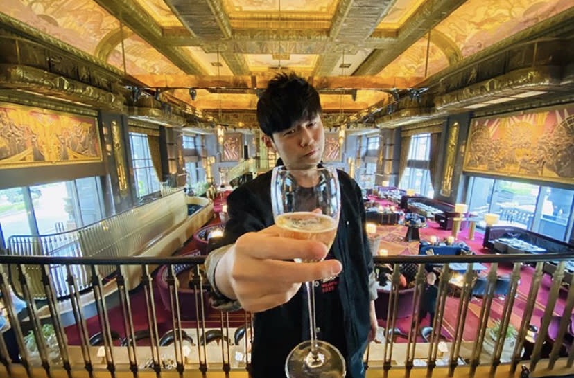 Jay Chou visited the Atlas Bar in Singapore on 11 January 2020 and treated fans that he met. (PHOTO: Jay Chou/Instagram)