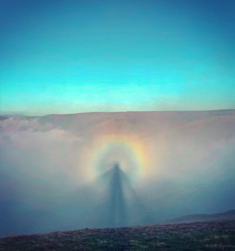 Stunning 'angel in the sky' photo caused by rare weather event