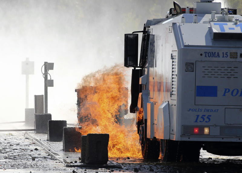 A fire burns near a police vehicle during clashes between riot police and demonstrators in Ankara on October 9, 2014 (AFP Photo/Adem Altan)
