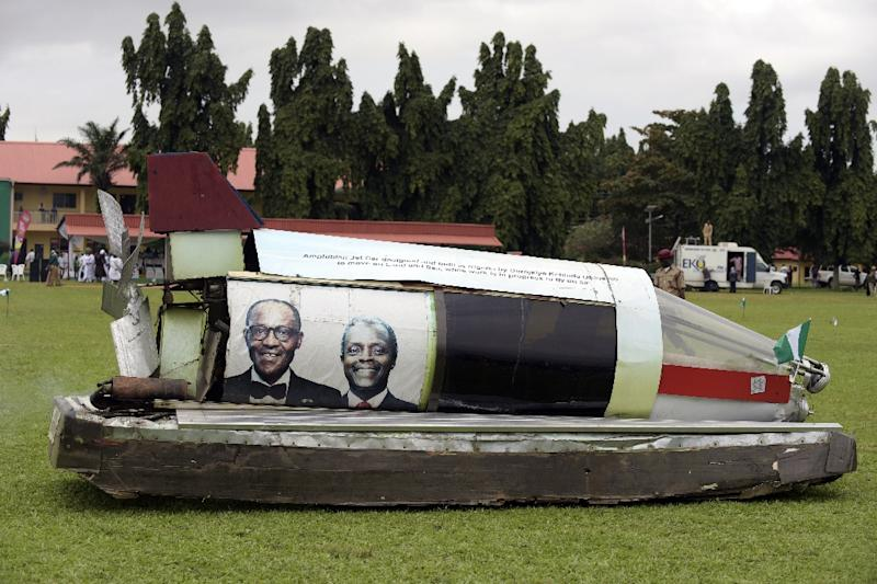 A make-shift jet-car bearing portraits of Nigerian President Mohammadu Buhari (L) and Vice President Yemi Osinbajo arrives prior to a parade on October 1, 2015 as part of Nigeria's independence anniversary celebrations, in Lagos (AFP Photo/Pius Utomi Ekpei)