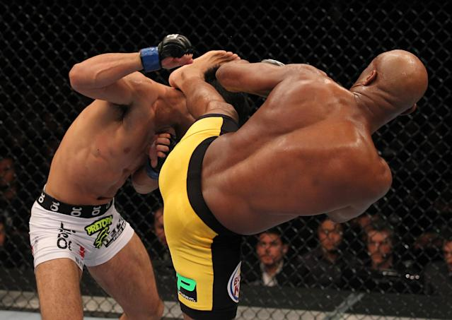 RIO DE JANEIRO, BRAZIL - AUGUST 27: (R-L) Anderson Silva kicks Yushin Okami during the UFC Middleweight Championship bout at UFC 134 at HSBC Arena on August 27, 2011 in Rio de Janeiro, Brazil. (Photo by Al Bello/Zuffa LLC/[Zuffa LLC via Getty Images)