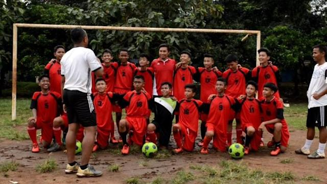 Indonesian children living in slums populated by trash pickers are aiming big and training hard to make their mark at the 2018 Street Child World Cup in Russia. Off the pitch, the kids will take part in art lessons, workshops and there is a conference focused on disadvantaged youth.