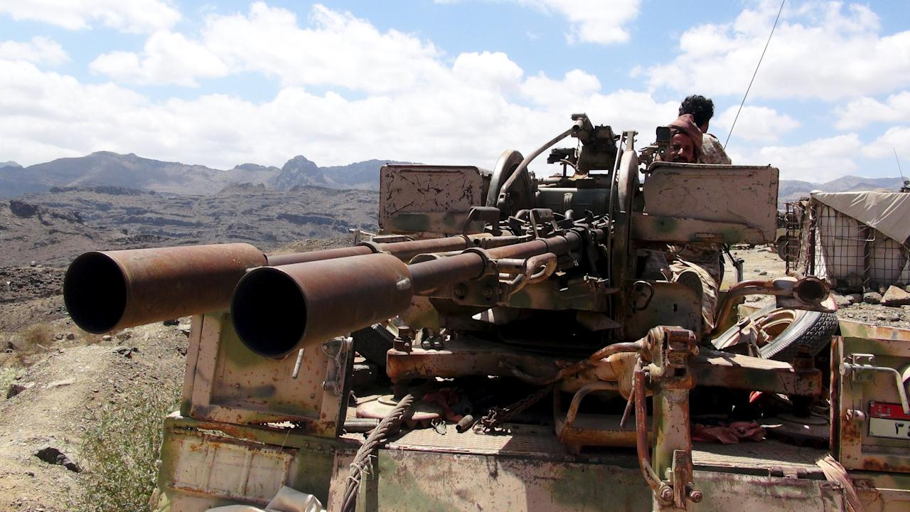 A Southern People's Resistance militant loyal to Yemen's President Abd-Rabbu Mansour Hadi mans an anti-aircraft machine gun the militia seized from the army in al-Habilin, in Yemen's southern province of Lahej March 22, 2015. Houthi fighters opposed to Yemen's president took over the central city of Taiz in an escalation of a power struggle diplomats say risks drawing in neighboring oil giant Saudi Arabia and its main regional rival Iran. Residents of Taiz, on a main road from the capital Sanaa to the country's second city of Aden, said that Houthi militias took over the city's military airport without a struggle from local authorities late on Saturday. REUTERS/Nabeel Quaiti
