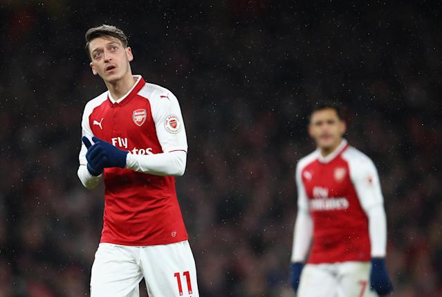 """Mesut Ozil (left) and <a class=""""link rapid-noclick-resp"""" href=""""/soccer/players/alexis-sánchez"""" data-ylk=""""slk:Alexis Sanchez"""">Alexis Sanchez</a> (right) have six months left on their contracts at <a class=""""link rapid-noclick-resp"""" href=""""/soccer/teams/arsenal/"""" data-ylk=""""slk:Arsenal"""">Arsenal</a>. (Getty)"""