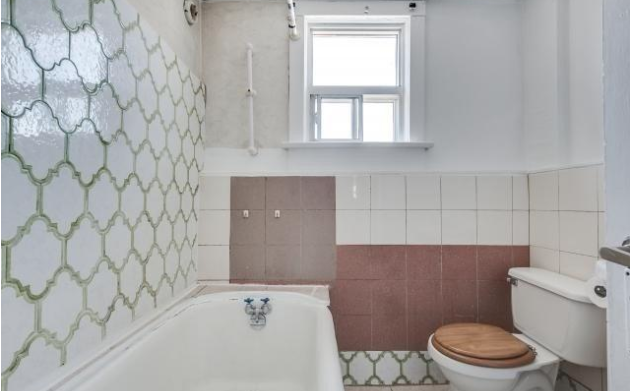 Four types of tile, at least. (Zoocasa)