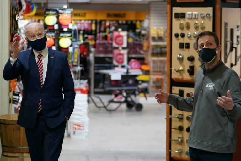Joe Biden lors d'une visite dans un magasin de Washington, le 9 mars 2021