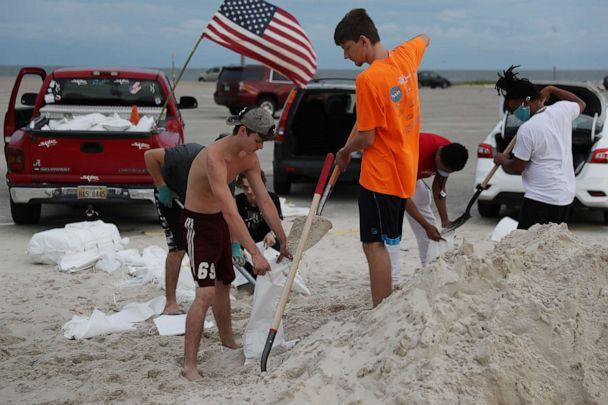 PHOTO: Left to right, Justin Roberts, Noah Dubuisson and others fill sandbags on Sept. 14, 2020, in Biloxi, Miss. (Joe Raedle/Getty Images)