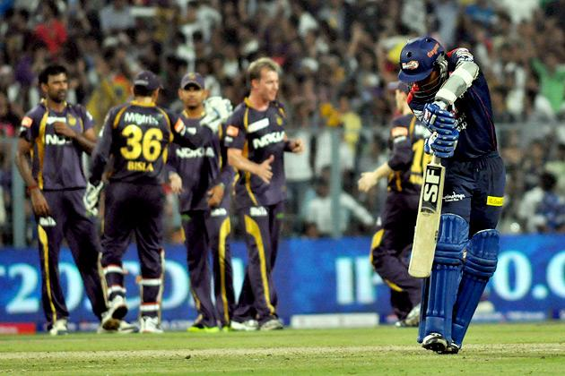 Delhi captain Mahela Jayawardene going back after getting out during the match at Eden Gardens in Kolkata on 3--April 2013. (Photo: IANS)