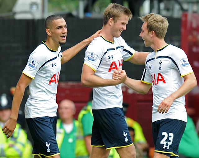 Tottenham Hotspur's Eric Dier (2nd L) celebrates scoring a goal with teammates during an English Premier League match at Upton Park, in east London, on August 16, 2014 (AFP Photo/Olly Greenwood)