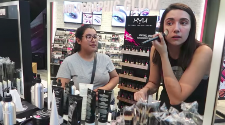 This YouTuber let strangers pick out her makeup. (Photo: Youtube/Safiya Nygaard)