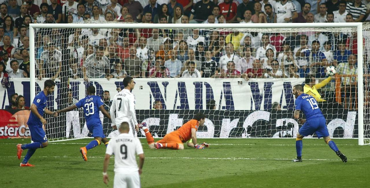 Juventus' Alvaro Morata, left, scores a goal during the Champions League second leg semifinal soccer match between Real Madrid and Juventus, at the Santiago Bernabeu stadium in Madrid, Wednesday, May 13, 2015. (AP Photo/Oscar del Pozo)
