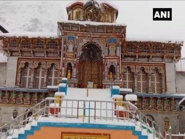 A white blanket of snow covers Badrinath Temple (Photo ANI)