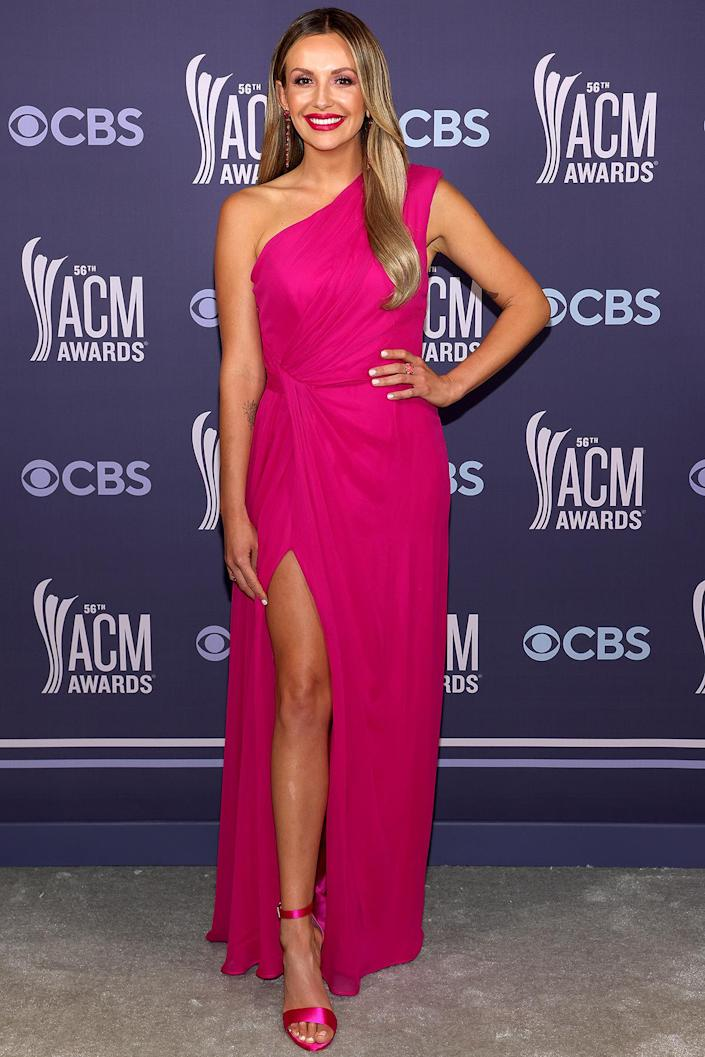 <p>pops in pink in her one-shoulder Monique Lhuillier high-slit gown, accessorized matching pink sandals and jewelry by Anabela Chan.</p>